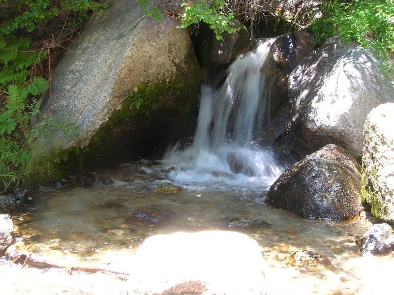 One of the first streams on Mt Whitney Trail